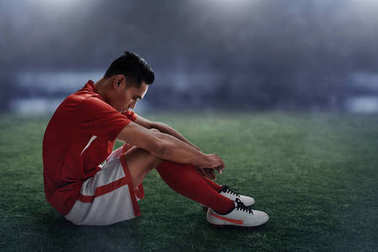 Soccer player lose on the field