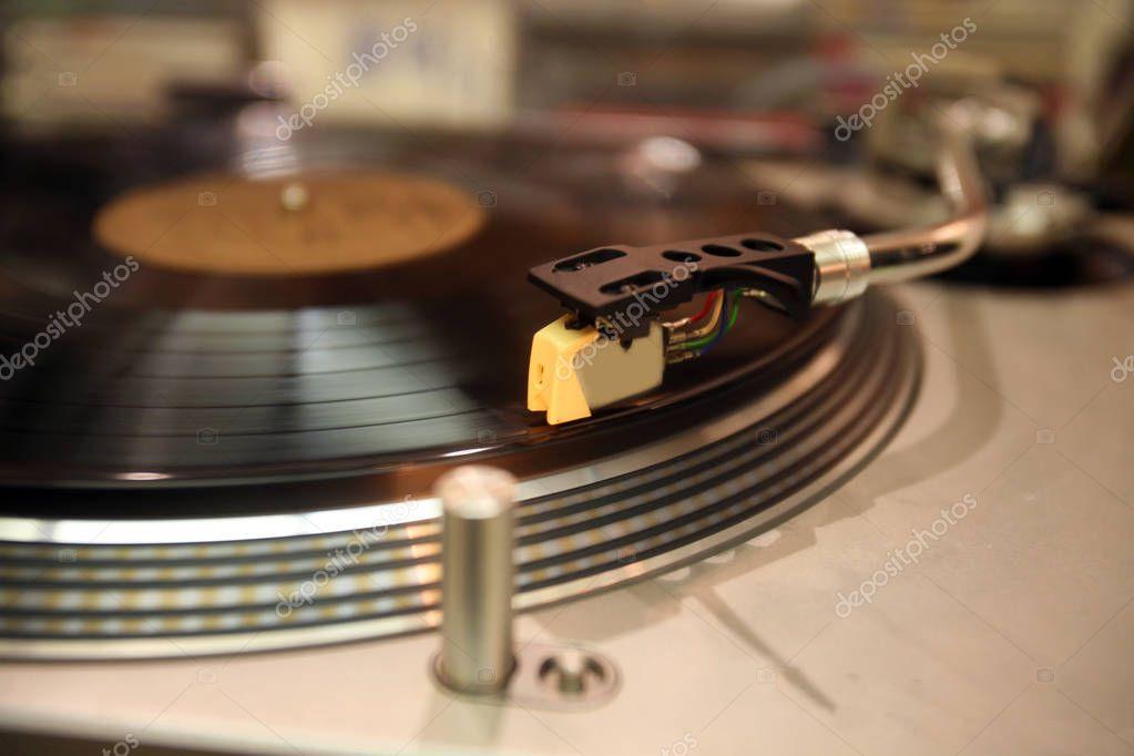 Plattenspieler Arm Und Nadel Auf Vinyl Schallplatte Stockfoto