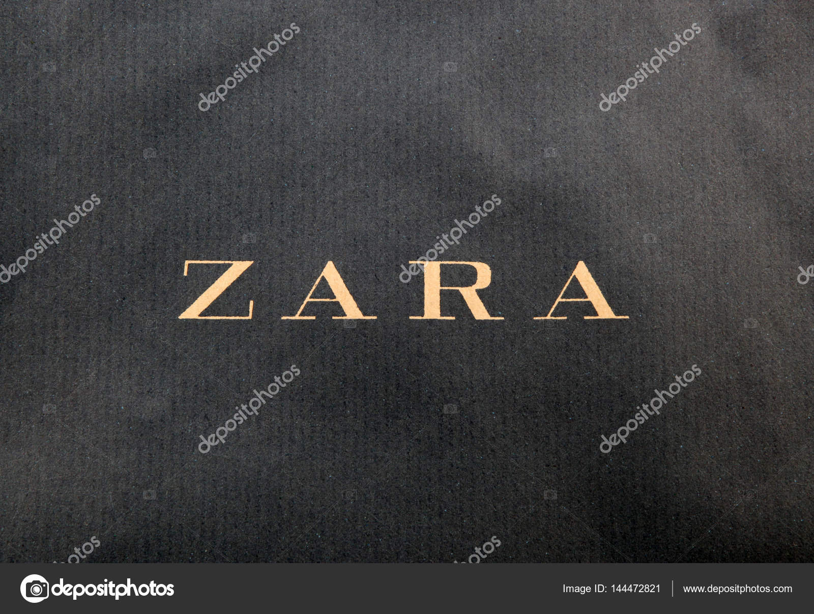 f346dd919 Zara é um varejista de roupas e acessórios espanhol baseado em Arteixo