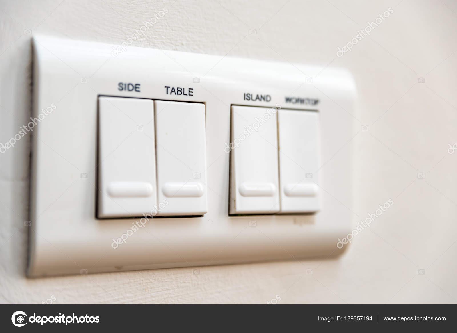 Lichtschalter mit Namen Tabelle Nahaufnahme — Stockfoto © jevanto ...