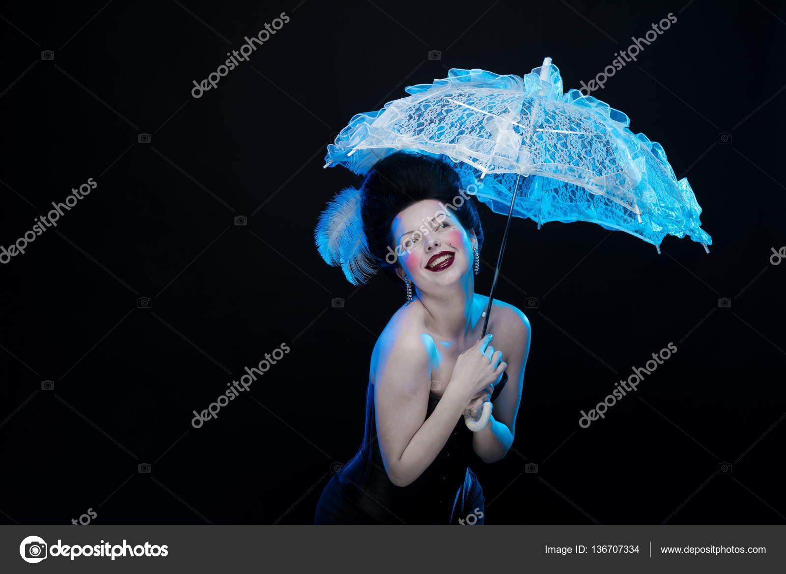 13 июл 2017. Украинская певица и победительница евровидения-2016 джамала пошла на летний эксперимент и перекрасилась. Она оставила темные корни, а вот большую длину волос покрасила в светлый цвет. Своими визуальными изменениями артистка поделилась в своем микроблоге.