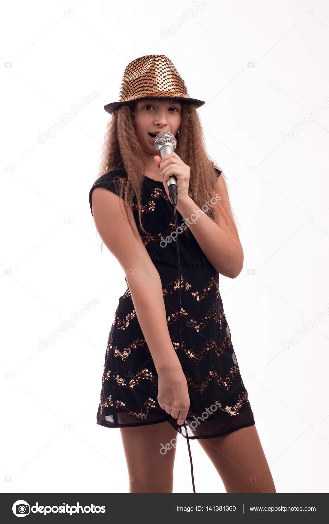 Cancion mujer alta fria vestida de negro