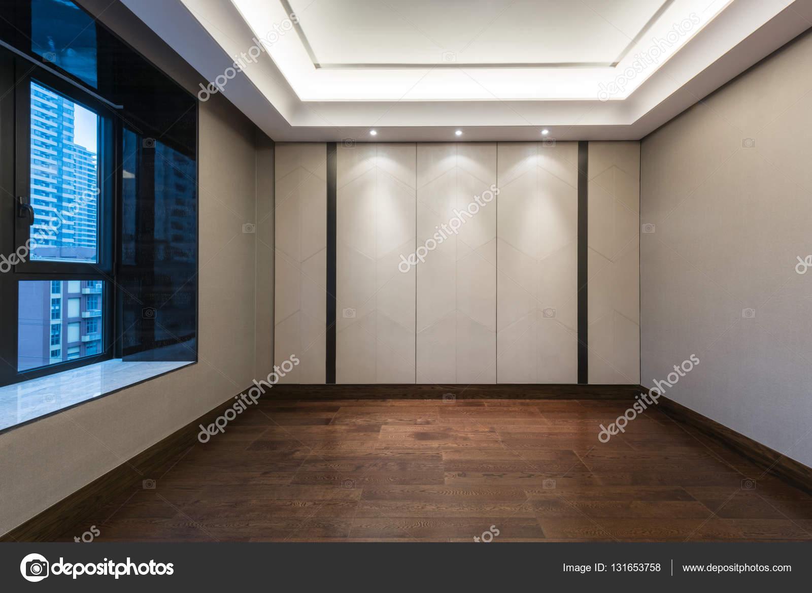 Vide Chambre Avec Parquet Revetement De Sol Et Mur Papier Decoration