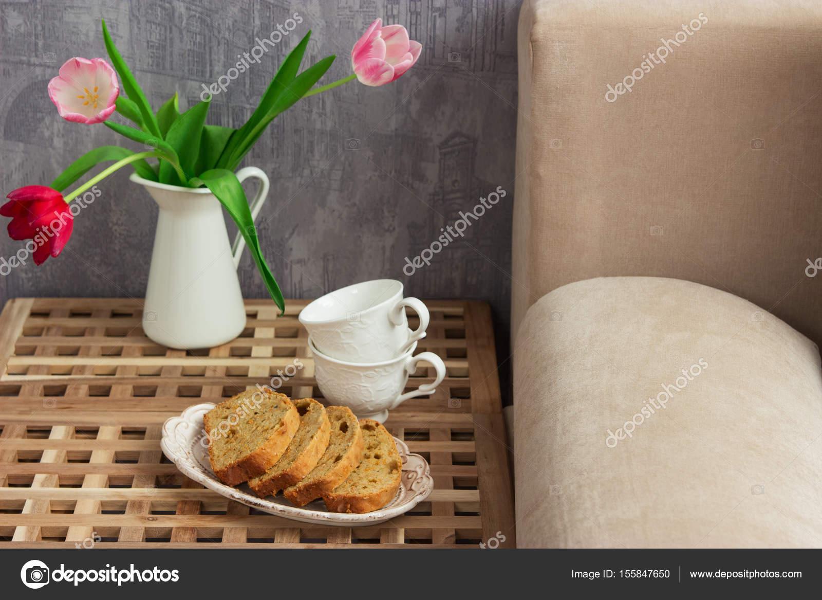 Zitronen Kuchen Tisch Bett — Stockfoto © Spring_melody #155847650