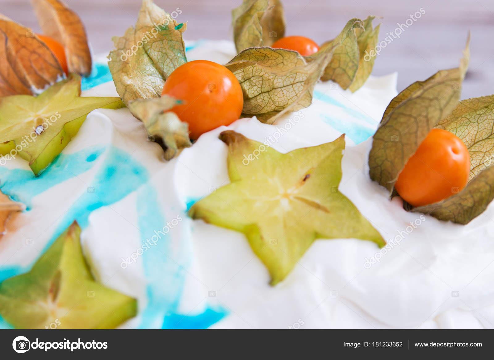A Fruta Carambola Serve Para Que snow-white beautiful pavlova cake. — stock photo