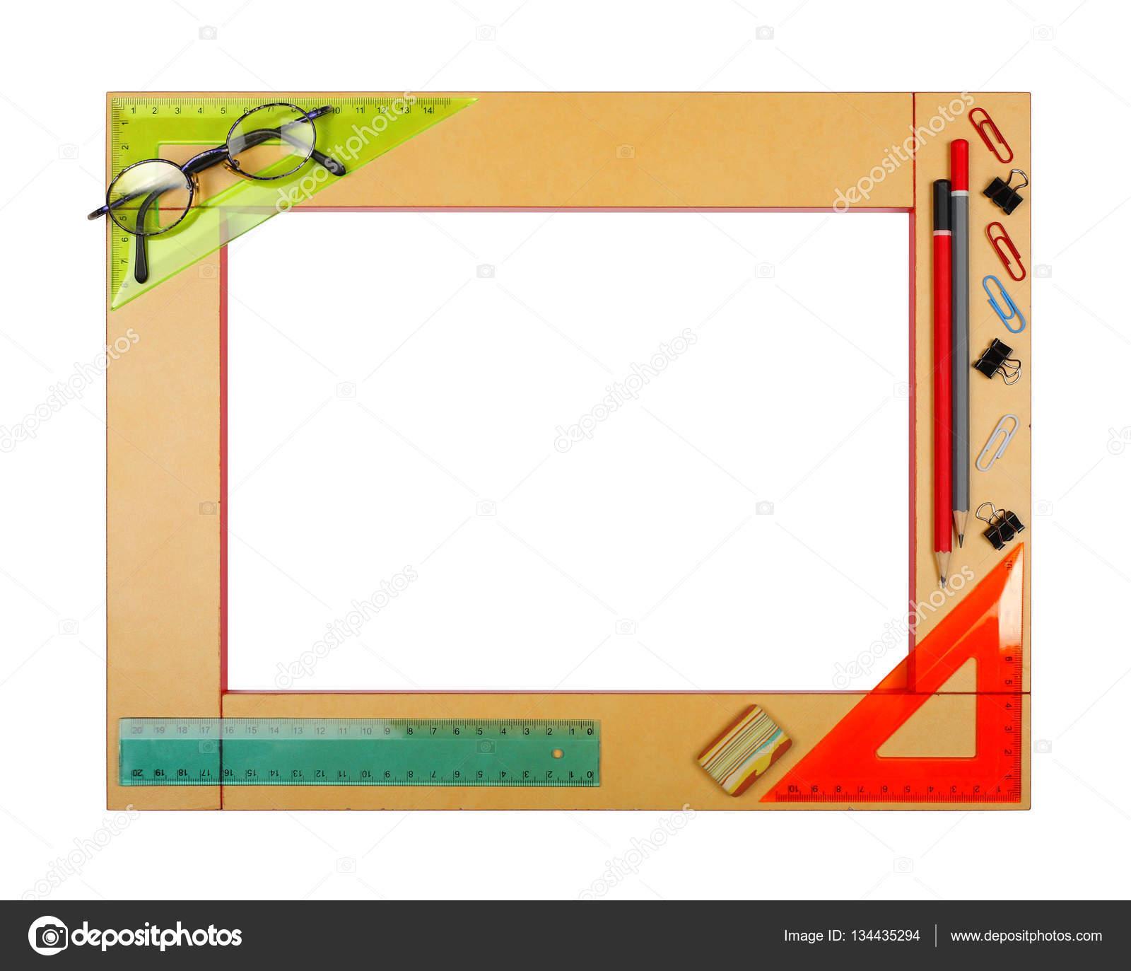 Marco de escuela de arte amarillo con papelería. Aislado — Foto de ...