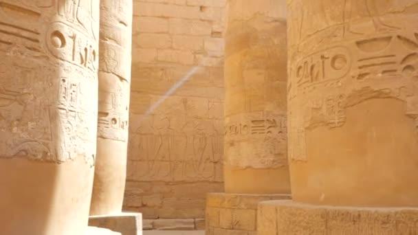 Sloupový sál s hieroglyfy