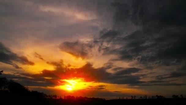západ slunce. čas vypršel.. obloha a mraky