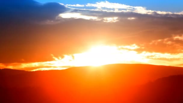 hegyvidéki táj. időeltolódás. 4K. Jó estét. naplemente. mozgási csúszda.