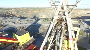 Mine Aufzug Rad unter Arbeiten — Stockvideo © amvrosii #118921938
