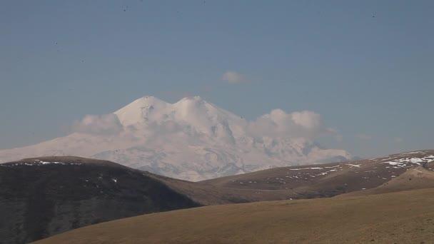 Hora Elbrus v oblacích