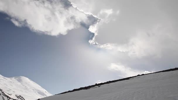 mraky a Elbrus