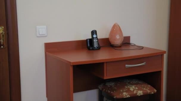 Tabelle in einem einfachen hotel