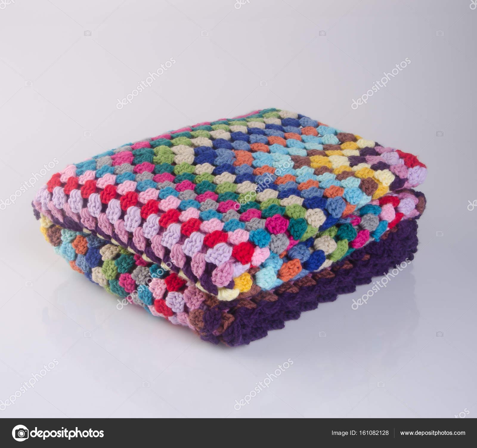 Decke oder eine Decke häkeln auf einem Hintergrund — Stockfoto ...