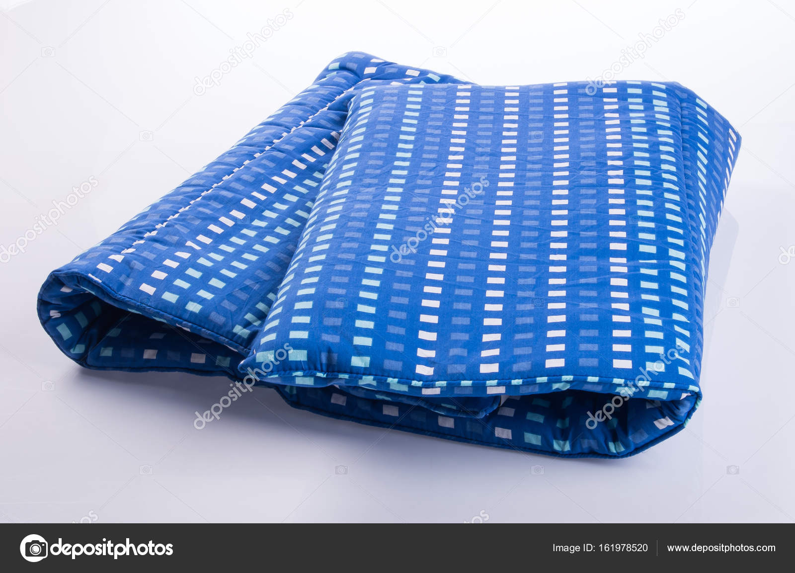 Matras Voor Wieg : Matras of wieg vel matras op achtergrond u stockfoto heinteh