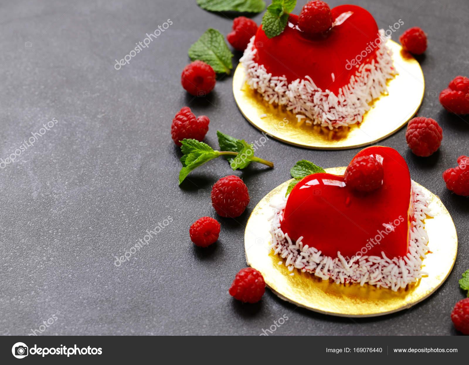 Herz Kuchen Mit Himbeeren Fur Valentinstag Urlaub Stockfoto