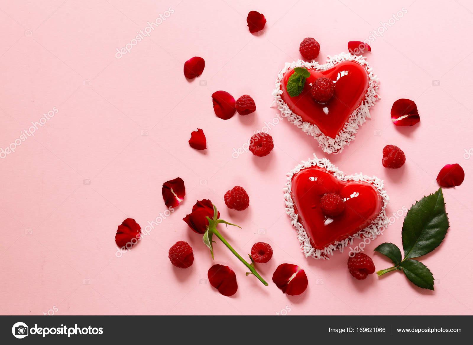 Herz Kuchen Mit Himbeeren Dessert Fur Valentinstag Urlaub