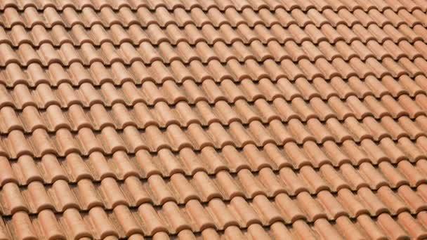 oranžový pálené tašky na střechách domů