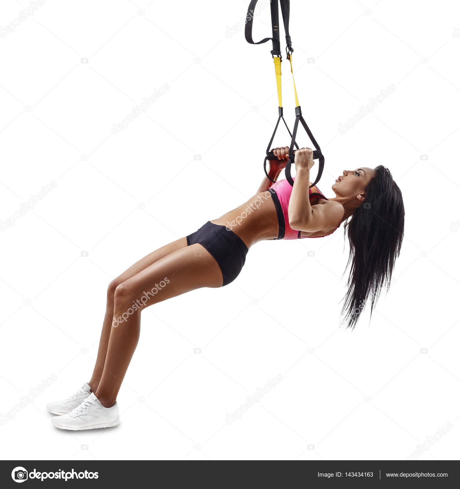 Kobieta Piękna Fitness Zrobić Odwrócony Wiersz Z Trx