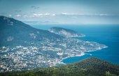 Letecký pohled na město z Jalty z Mount Ai-Petri, Krym
