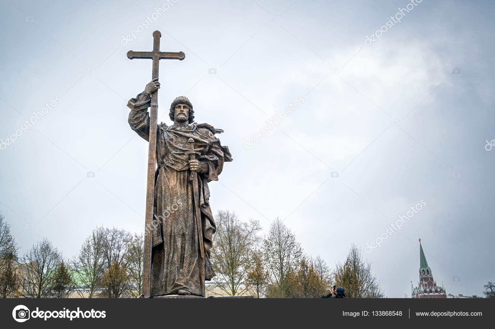 Where is the monument to Prince Vladimir in Moscow 55