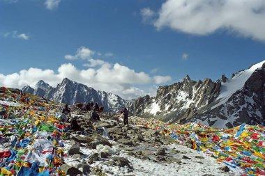 Tibetan and Indian pilgrims on the Drolma La Pass.