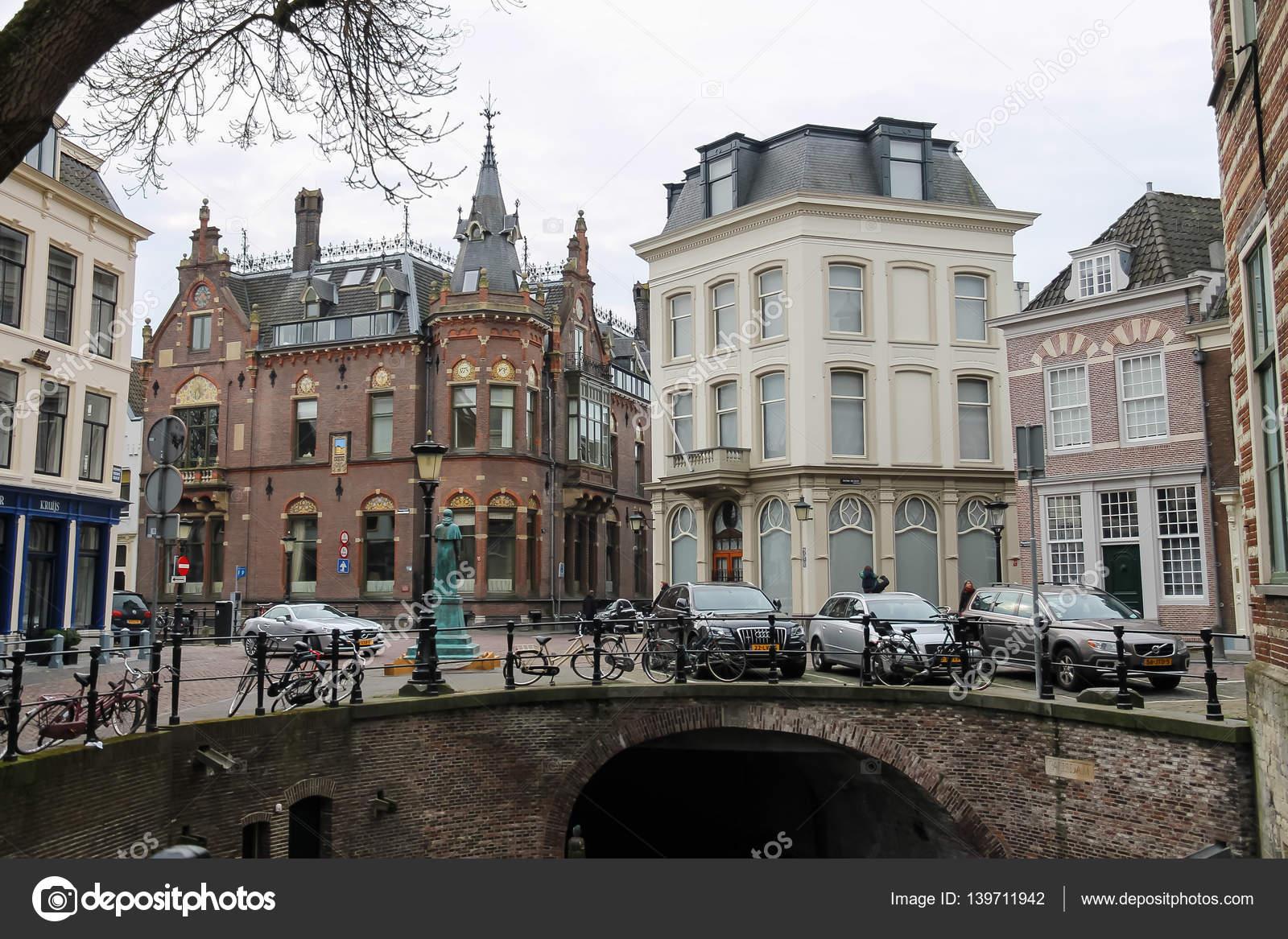 Oude brug in historische centrum van Utrecht, Nederland — Stockfoto