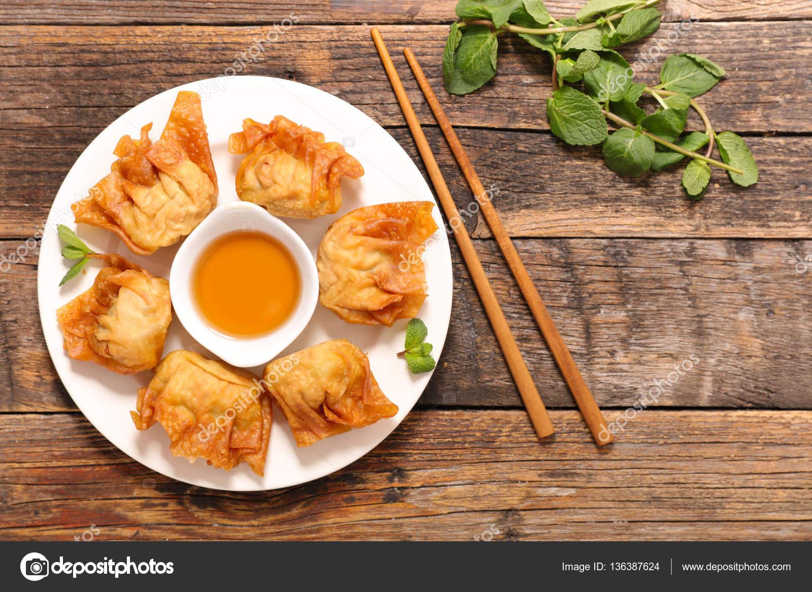 Cuisine Asiatique, Chinois Plat Sur La Table En Bois U2014 Image De ...