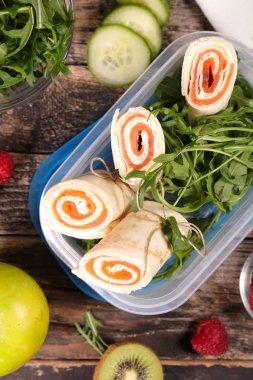 sandwich wrap with salmon