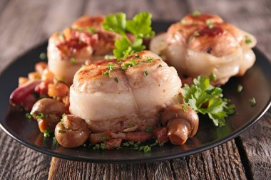 grilled pork fillet with bacon