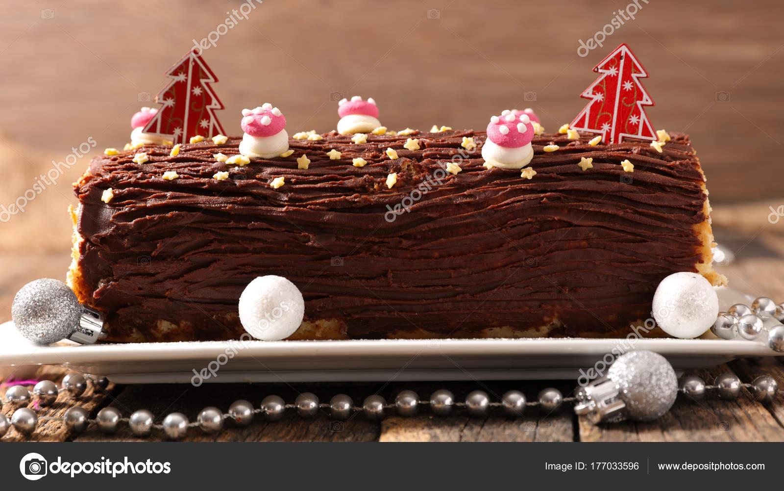Traditional Chocolate Yule Log Christmas Cake — Stock Photo ...