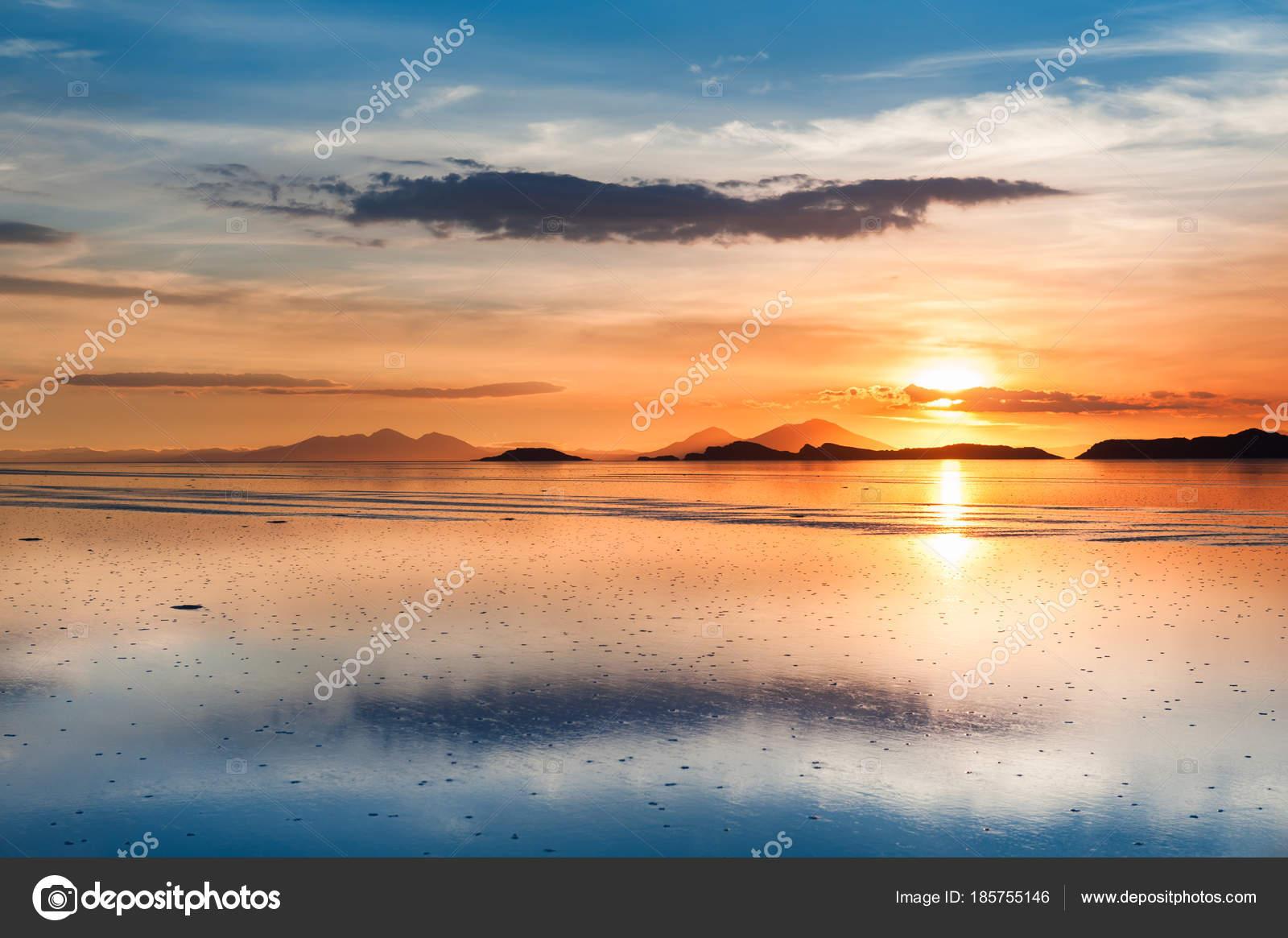 Salt Flat Salar De Uyuni At Sunset Altiplano Bolivia