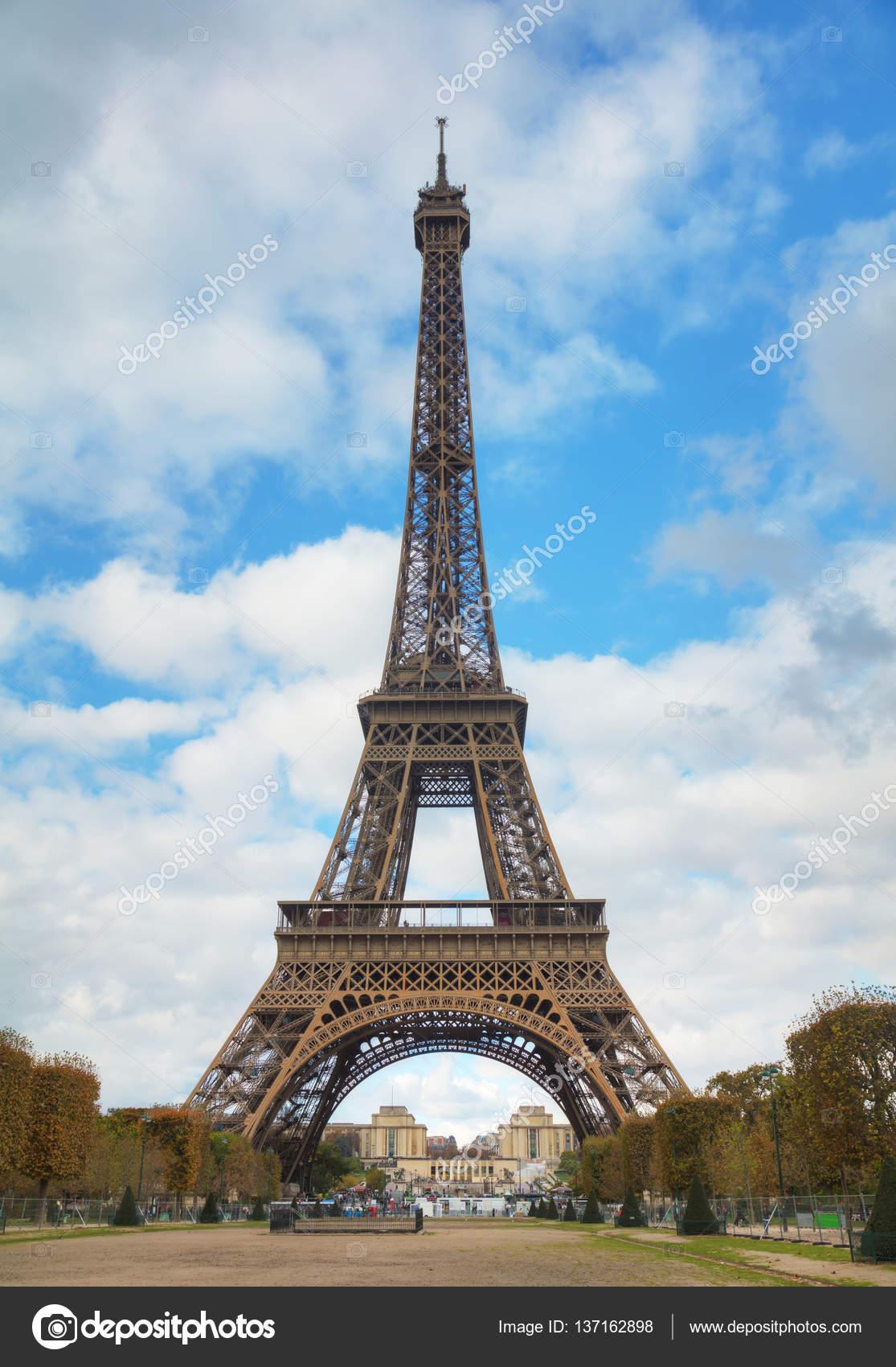 エッフェル塔とパリの町並み — ストック写真