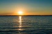 napnyugtakor ég Balaton-tó felett