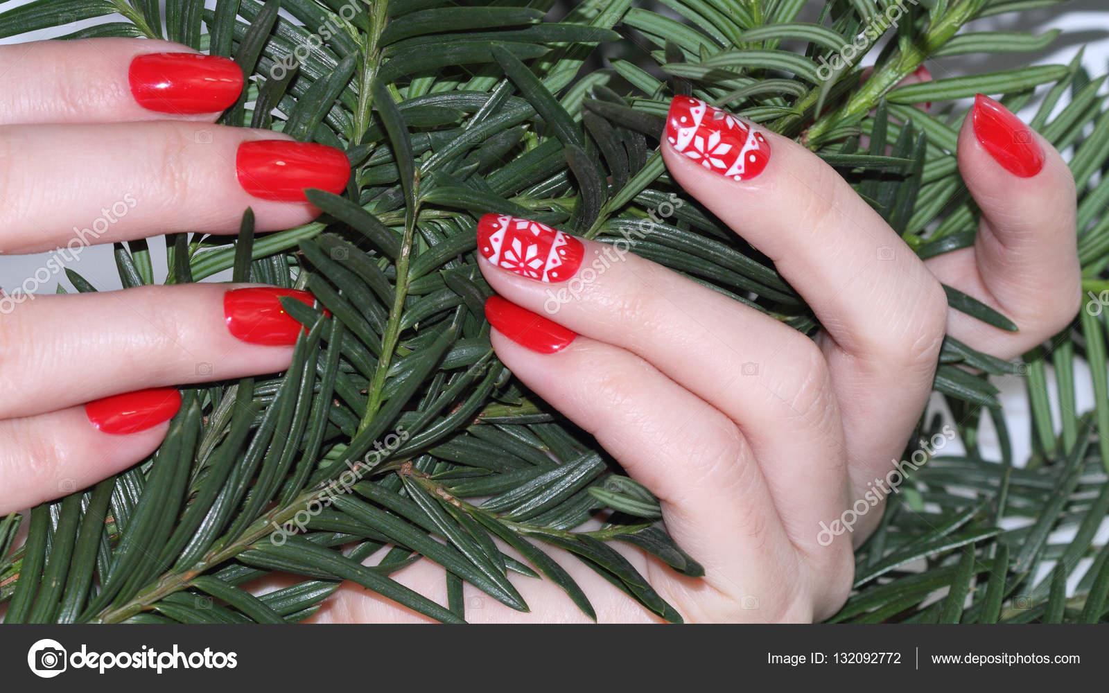 Weihnachten-Nagel-Kunst-Maniküre — Stockfoto © elena1110 #132092772