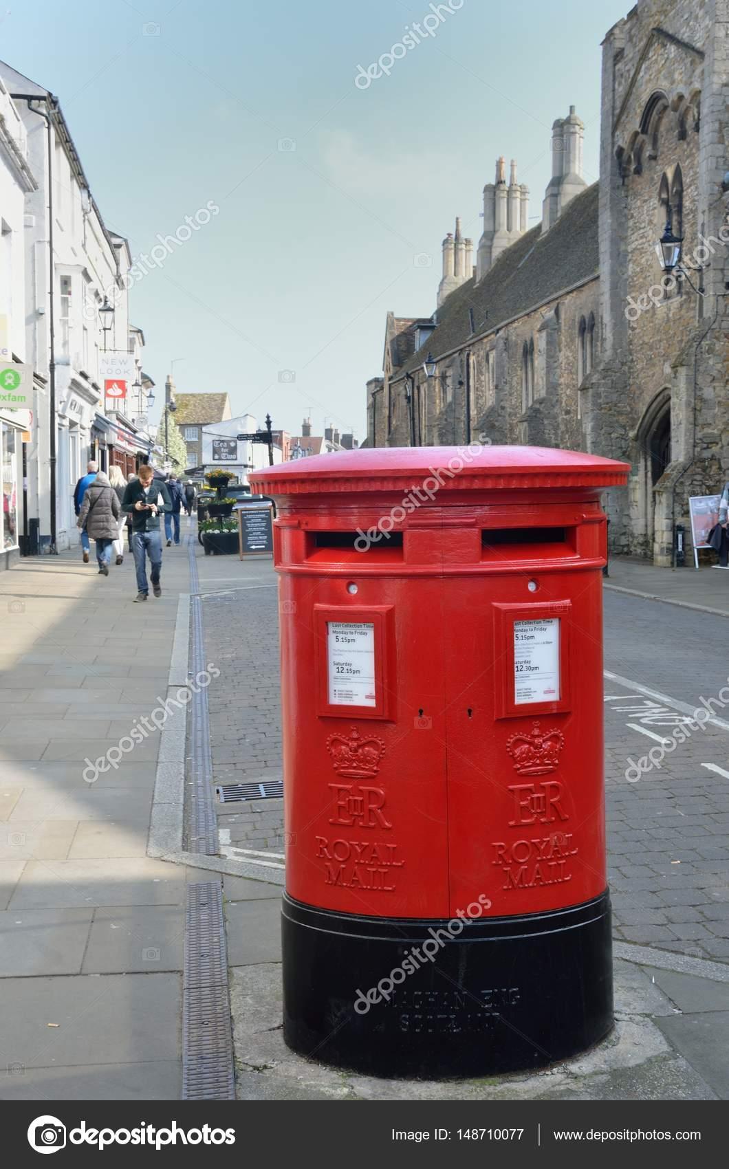 Traditioneller Englischer Briefkasten Redaktionelles Stockfoto