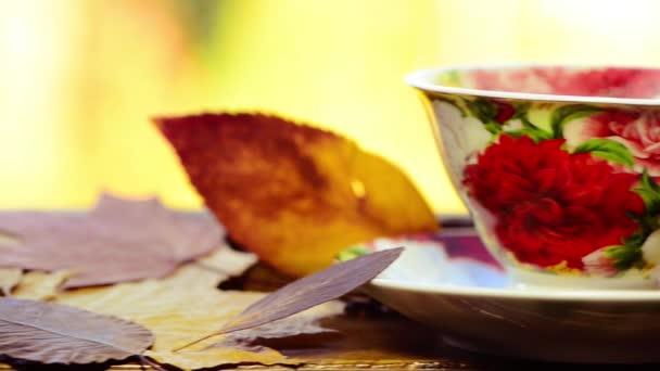 na podzim šálek čaje