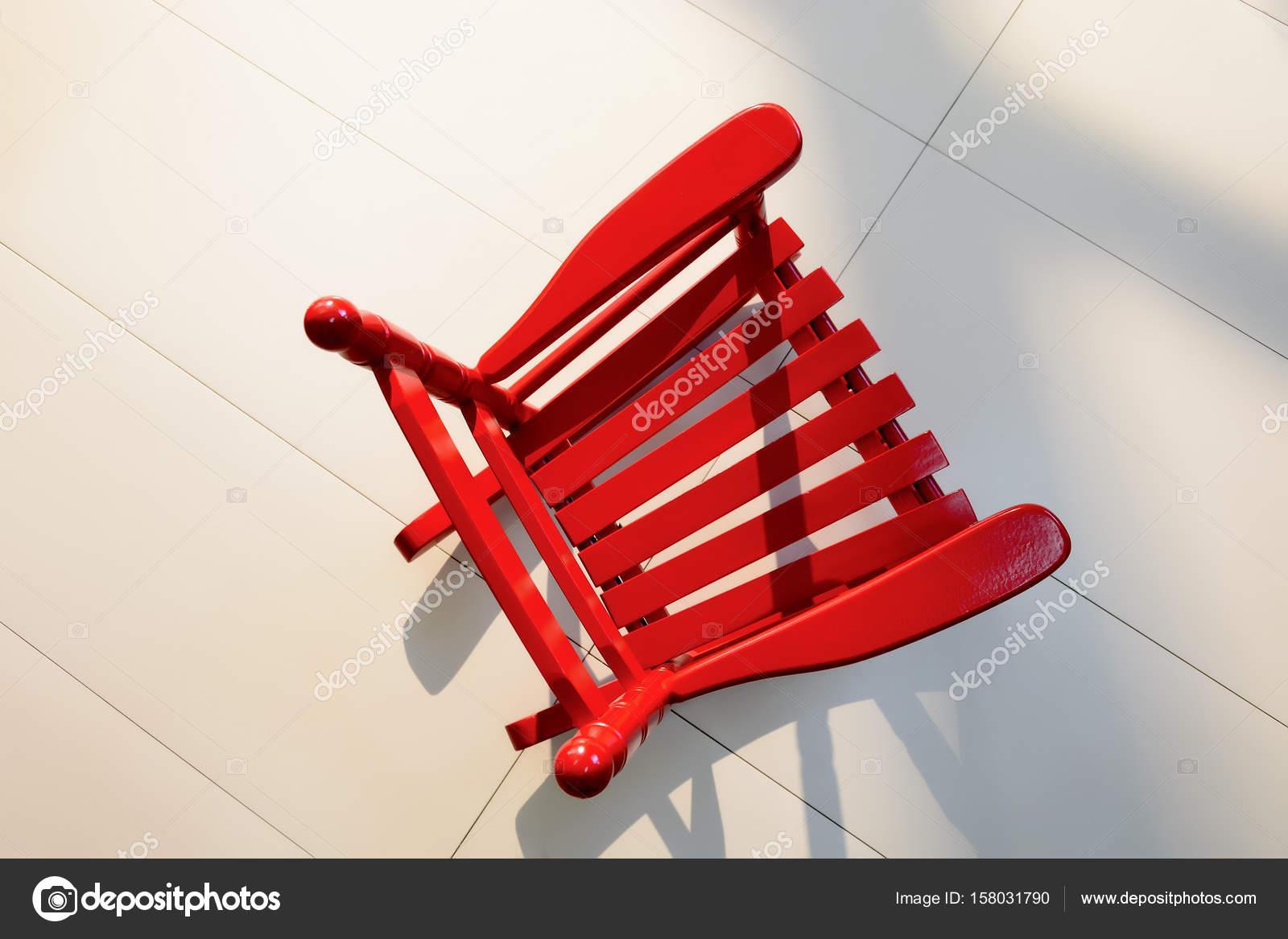 https://st3.depositphotos.com/1028559/15803/i/1600/depositphotos_158031790-stock-photo-red-school-chair.jpg