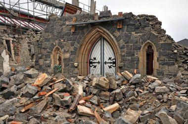 Ön kapı o Church of kalır Christchurch Earthqu sonra
