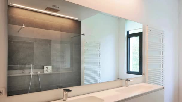 luxe moderne badkamer — Stockvideo © Bombaert #131523088