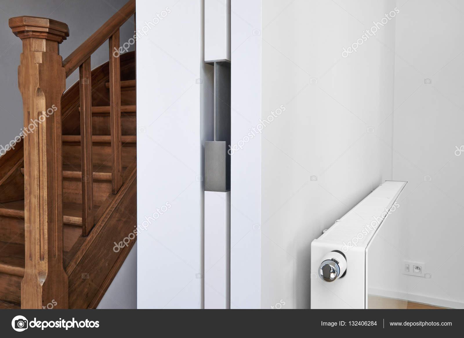 Schiebetür In Einer Wohnung U2014 Stockfoto