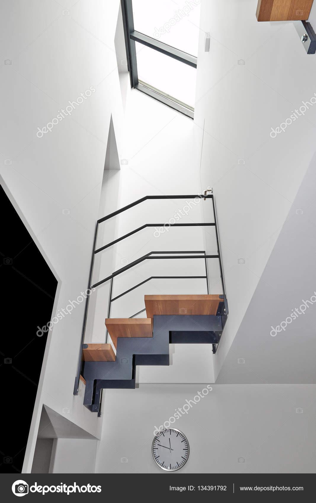 Design-Treppe und Brücke in einem modernen Haus — Stockfoto ...