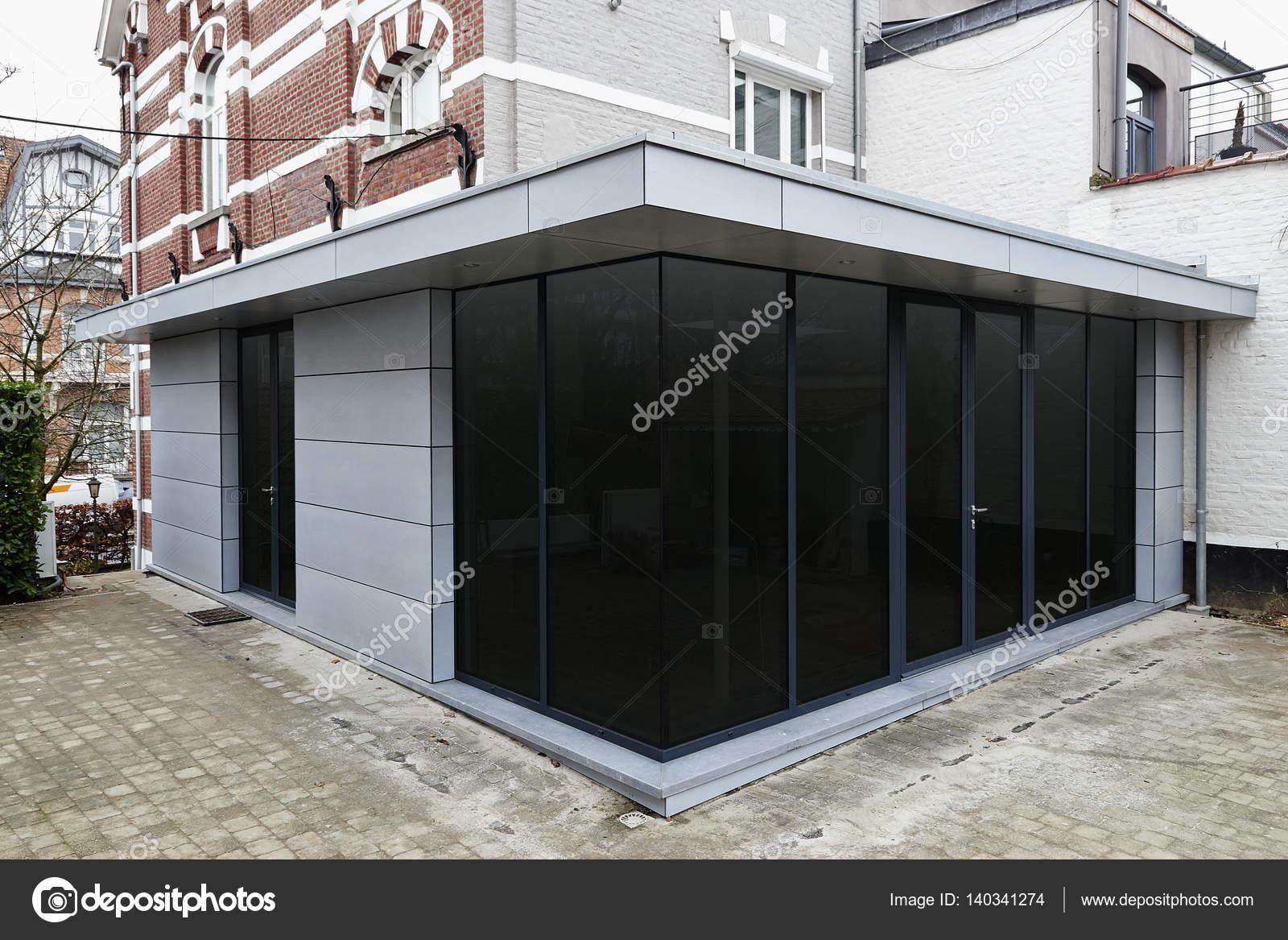 Nieuwe moderne uitbreiding van een huis u2014 stockfoto © bombaert
