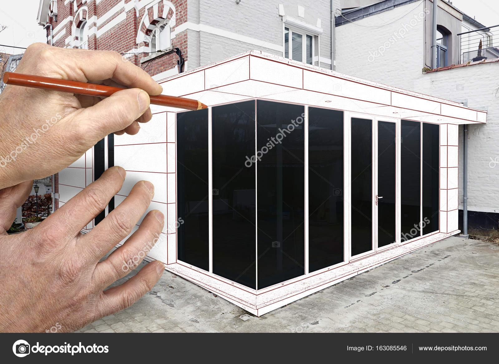 Tekenen en gepland een nieuwe moderne uitbreiding van een huis