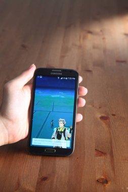 Player install Pokemon Go