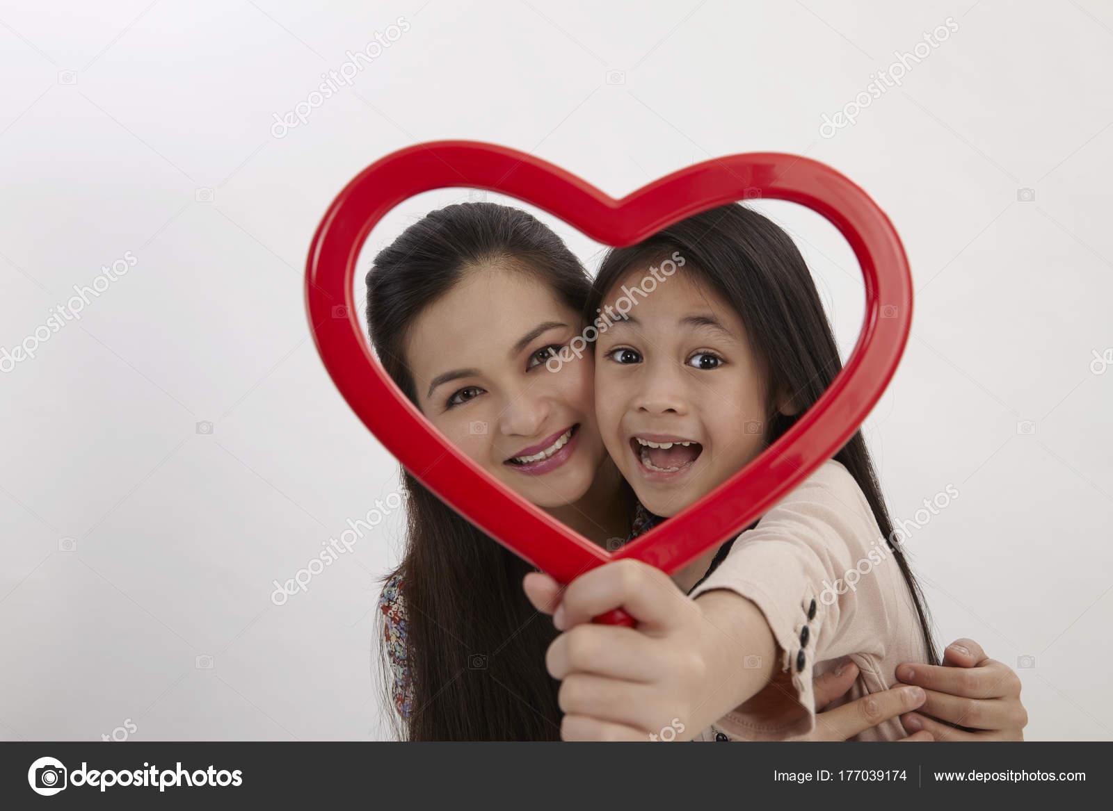 Malay Madre Hija Con Marco Imagen Forma Corazón Rojo Frente — Foto ...