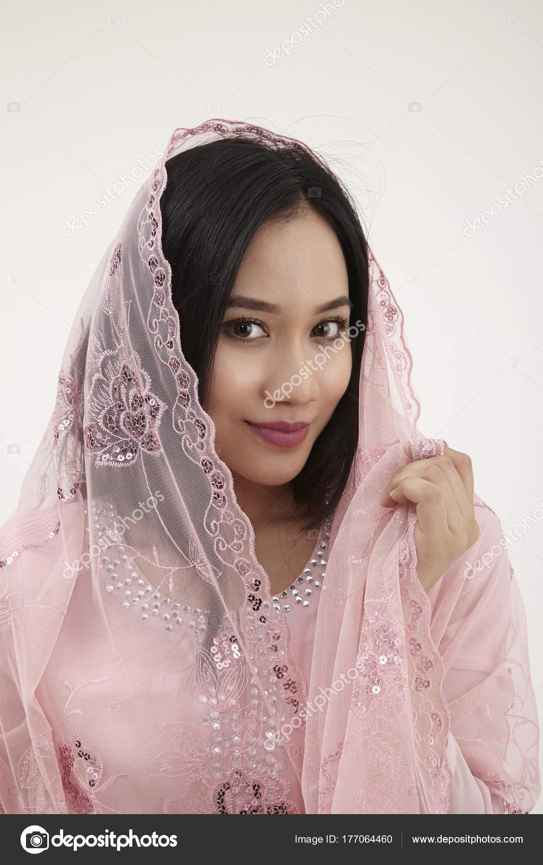 Mujer Malaya Ropa Rosa Baju Kurung Tradicional Posando Estudio ...
