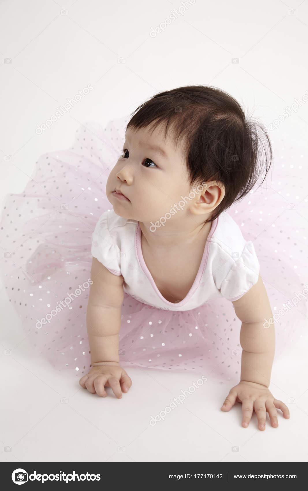 Chinesische Baby Tragen Partykleid — Stockfoto © eskaylim #177170142