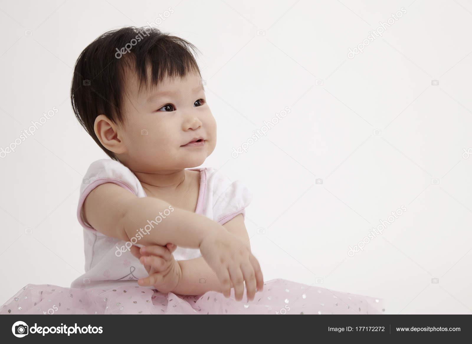 Chinesische Mädchen Party Kleid Posiert Studio — Stockfoto ...