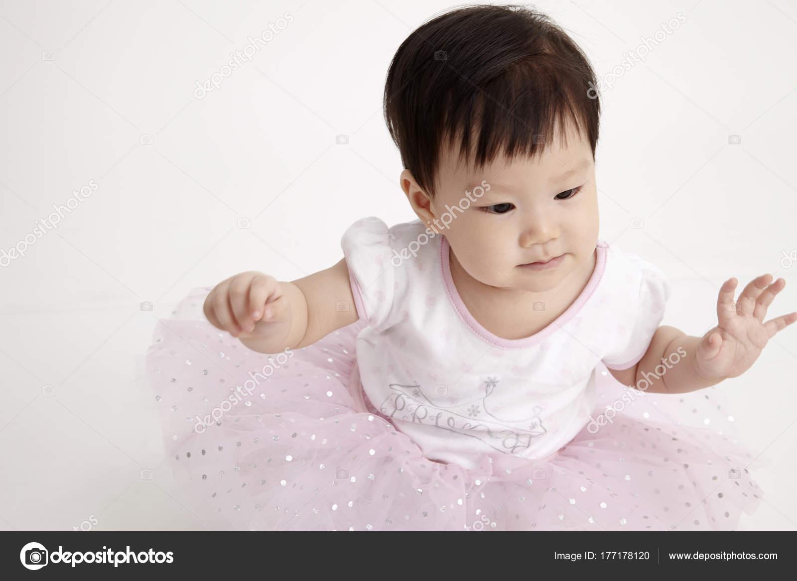 Chinesische Baby Tragen Partykleid — Stockfoto © eskaylim #177178120